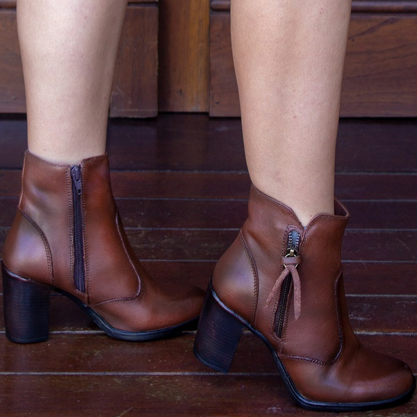 BOTA FEMININA SALTO ALTO COM ZÍPER FIRENZE - TABACO