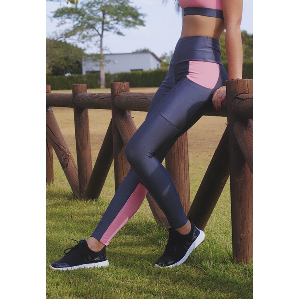 Calça Fitness com Bolso Recorte Panturilha em Microfibra