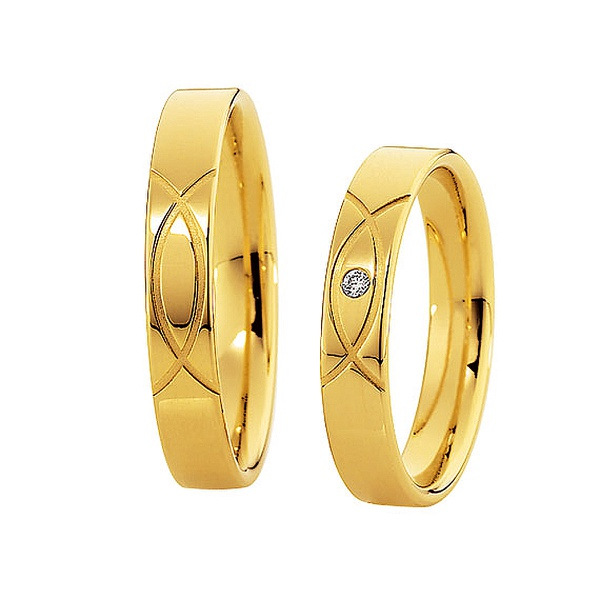 Aliança em Ouro Amarelo Trabalhada com Diamante