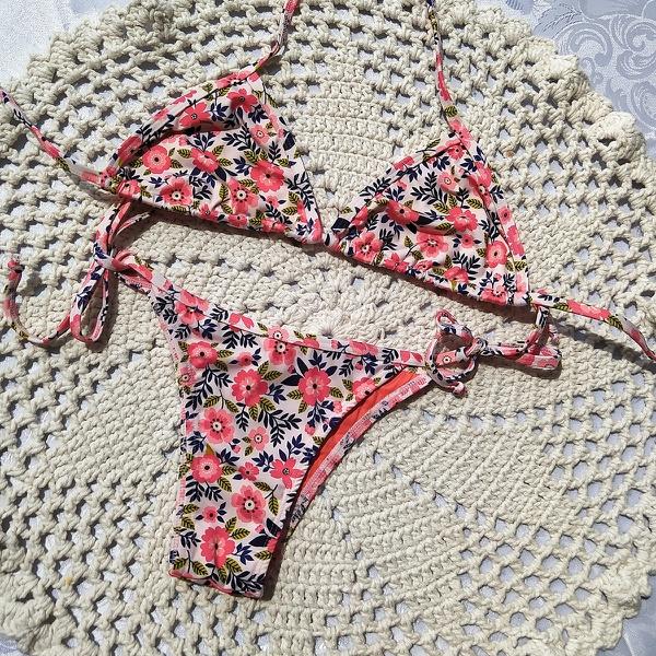 Biquíni Cortininha Floral Rosa - Amazona Beachwear