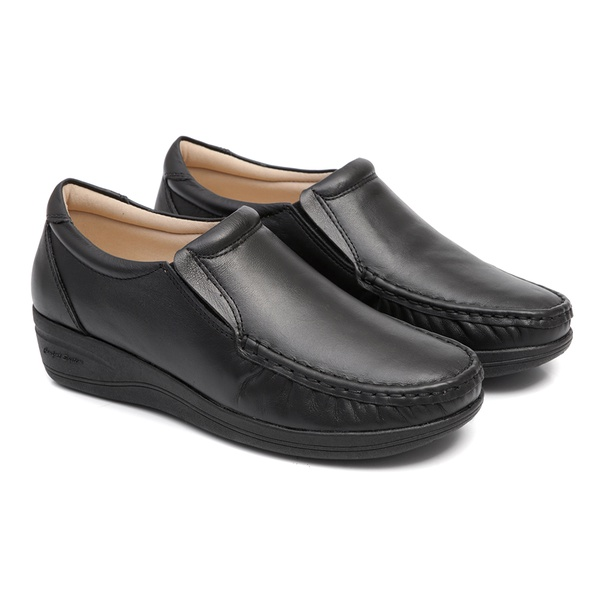 Sapato Preto Feminino em Couro Solado Anabela Linha Lady Comfort