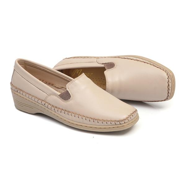 Sapato Slip On em Couro Marfim Solado Anabela Linha Lady Comfort Feminino