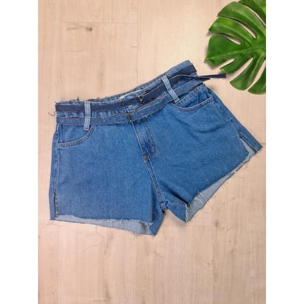 Short Jeans com dois cintos