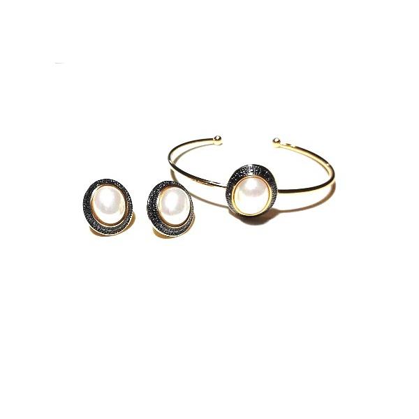 Conjunto de Brinco e Pulseira Banhado a Ouro 18K e Ródio Negro com Pérola