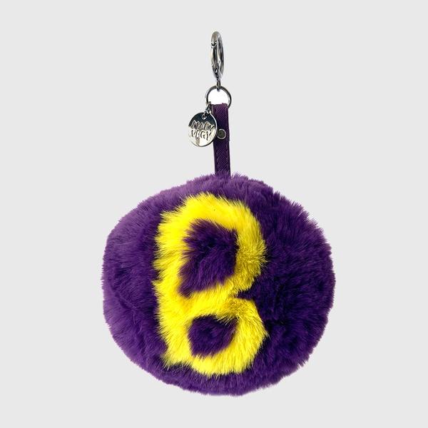 Chaveiro de Pompom Com Desenho da Letra B do Alfabeto