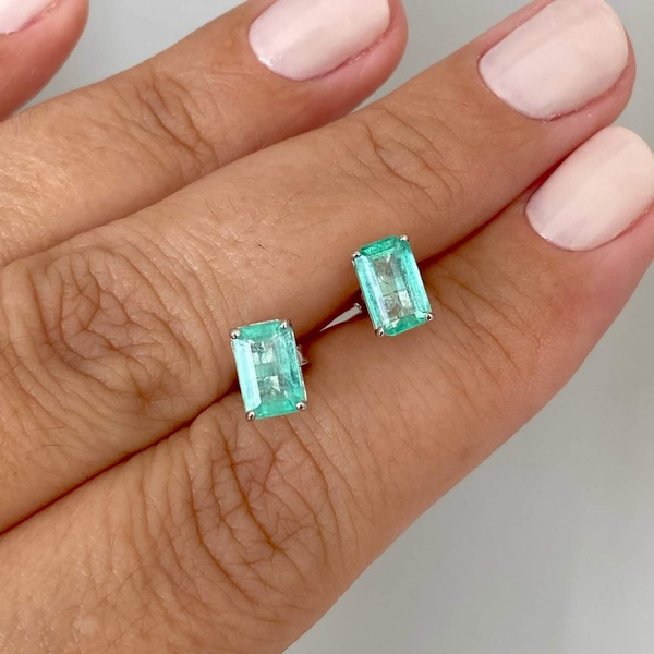 Brinco de Ouro Branco 18K Pedra Esmeralda