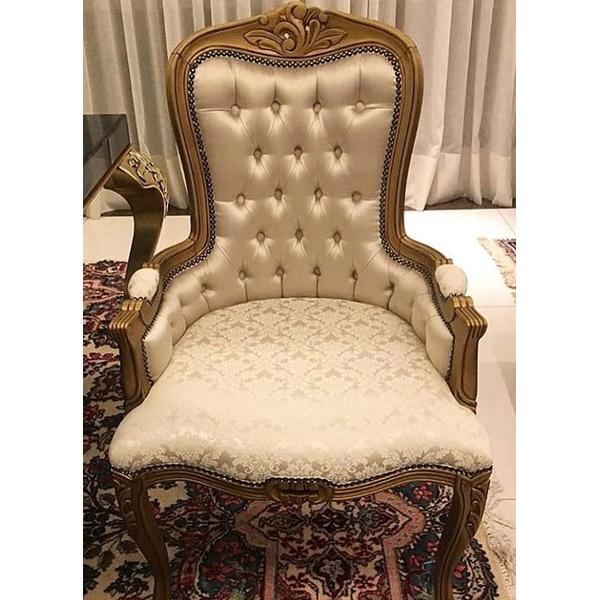 Cadeira Luis Xv Com Braço Fechado e Encosto Capitone