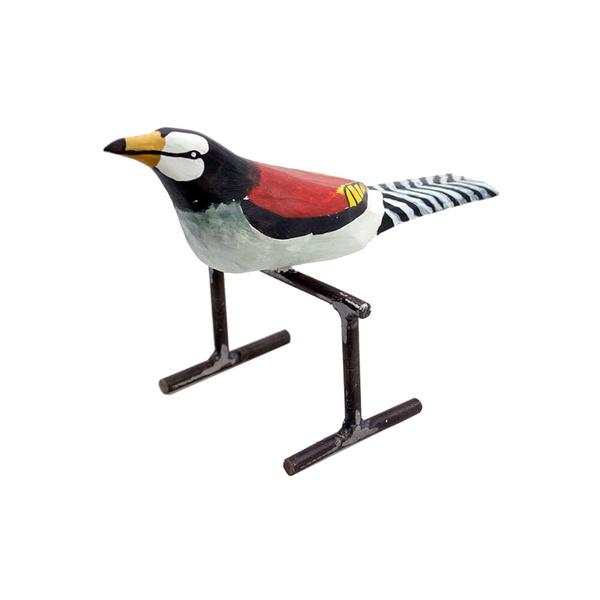 Escultura de Pássaro no Poleiro