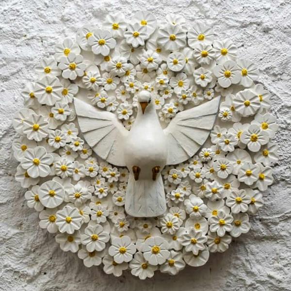 Divino Espírito Santo Mandala com Esculturas de Flores Brancas 0,65 M