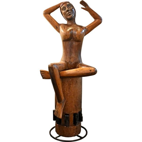 Escultura de Mulher com Base de Fuso