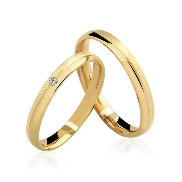 alianças de casamento finas em ouro amarelo com diamante