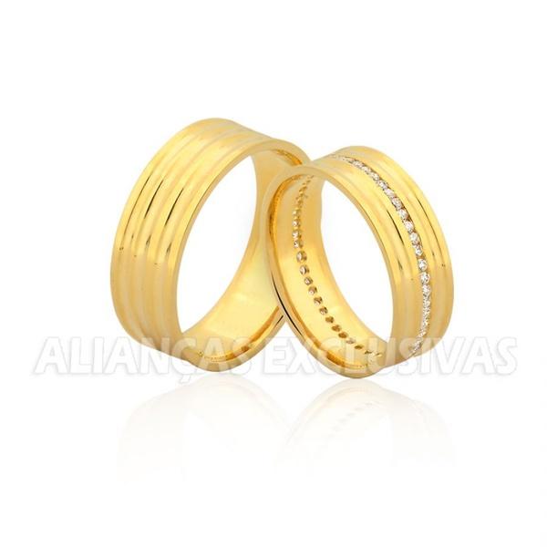 par de alianças grossas de ouro com 40 pedras de diamantes