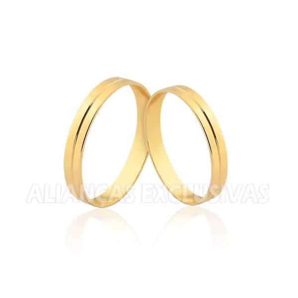 par de alianças de casamento polidas com detalhe de frisos