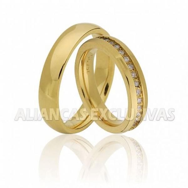 Aliança Fina com Diamantes em Ouro 18k