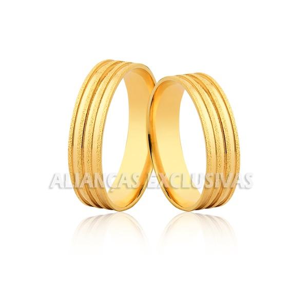 Alianças de ouro para casamento com frisos