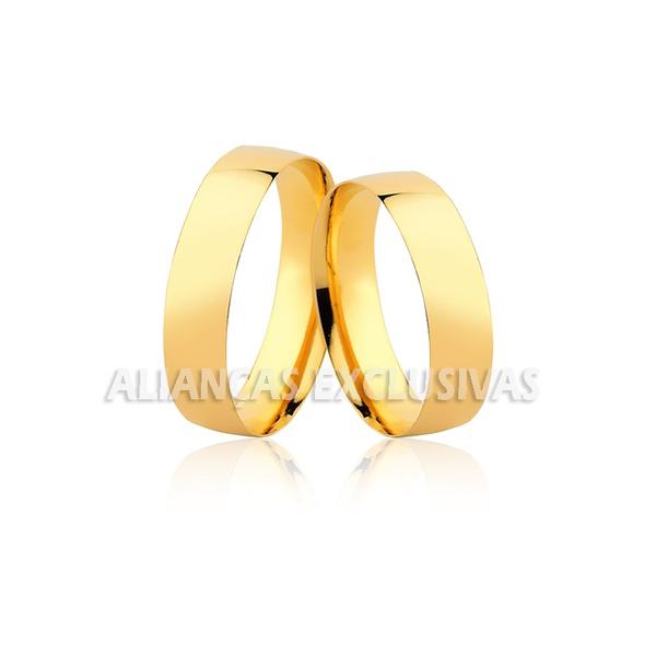 par de alianças de casamento de ouro amarelo 18k com acabamento polido