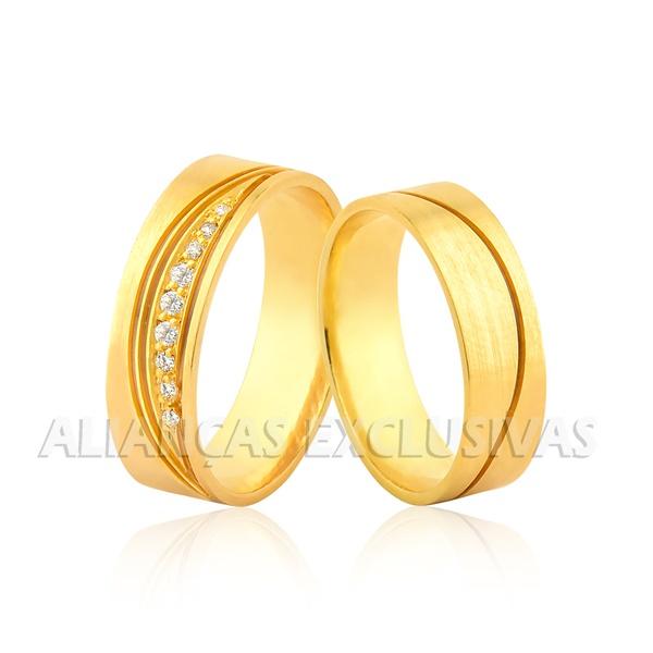 par de alianças grossas de ouro amarelo com diamantes