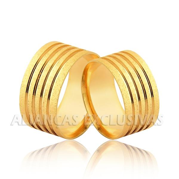 Aliança com Frisos e Diamantada em Ouro 18k