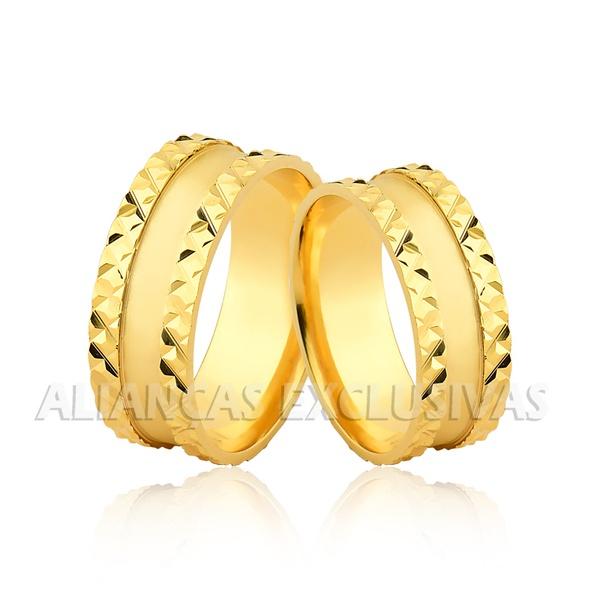 par de alianças de casamento grossas em ouro 18k trabalhadas