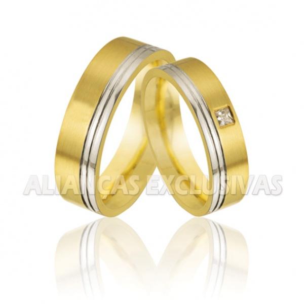 Aliança Ouro 18K com Filete em Ouro Branco e um Diamante para Bodas