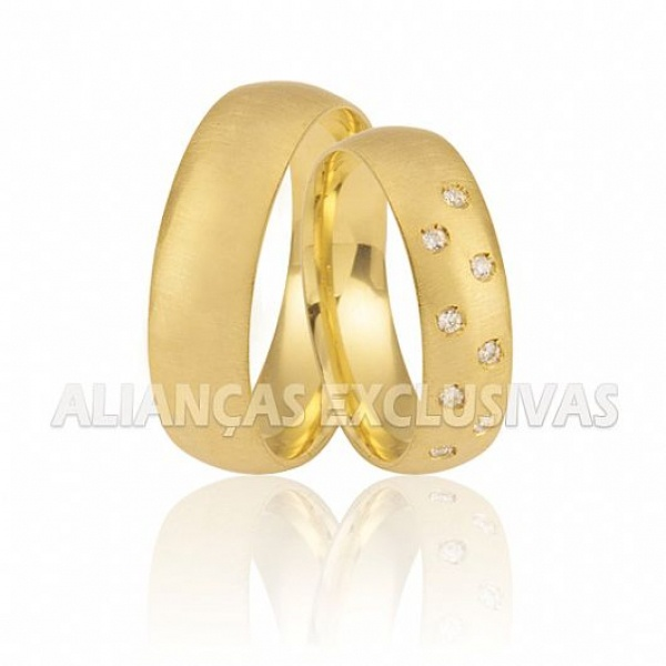 Aliança Tradicional com Diamantes em Ouro 18K