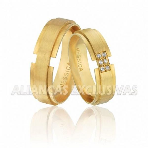 alianças grossas de casamento em ouro amarelo escovado