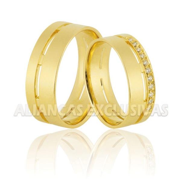 par de alianças grossas de ouro anatômicas com diamantes