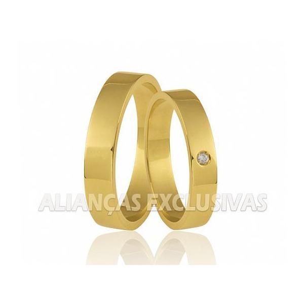 par de alianças de casamento e noivado retas de ouro 18k com diamantes