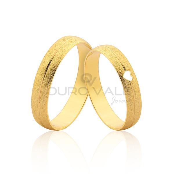 Alianças Diamantadas com Coração Vazado Ouro 18k