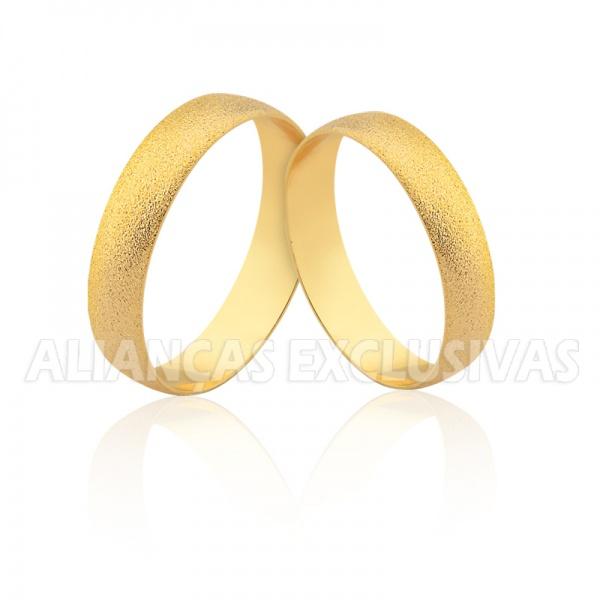 Aliança Tradicional Diamantada - Ouro 18k