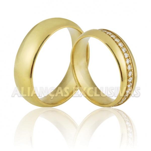 Alianças de Noivado e Casamento em Ouro 18K com Pedras de Diamantes