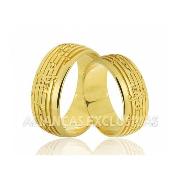 aliança grossa de ouro com detalhe de música
