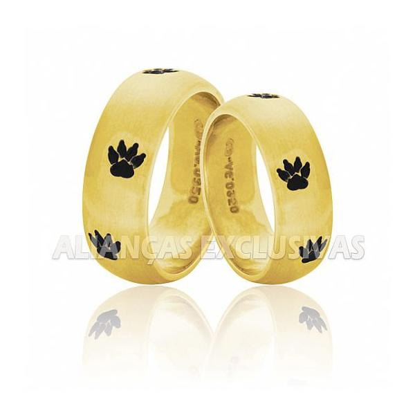 alianças de casamento com símbolo de pata de cachorro para quem ama os pets