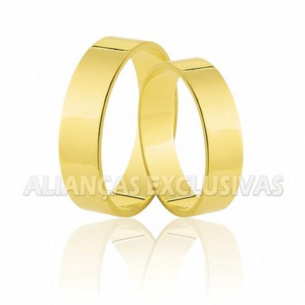 par de alianças de ouro amarelo em 18k polidas e quadradas