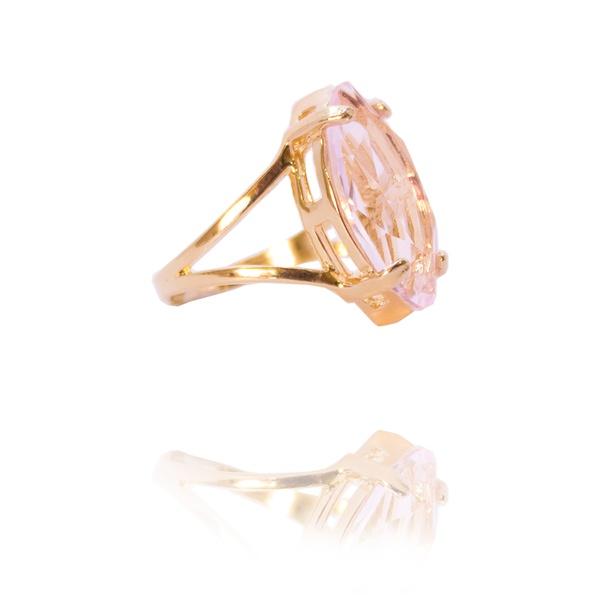Anel Navete Cristal Rosa Semijoia Banho de Ouro 18K Perfeito para Embelezar e Completar seu Estilo com Delicadeza e Sofisticação.