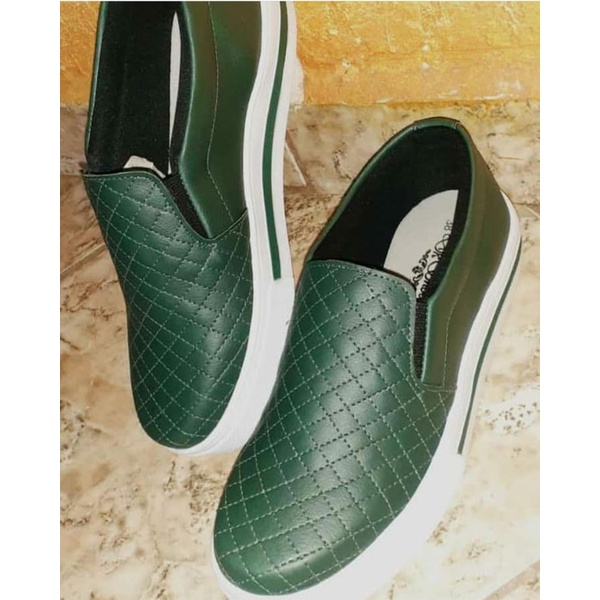 Slip On Matelassê Listra Verde Militar DKShoes
