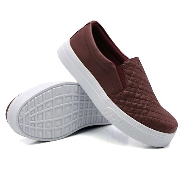 Slip On Matelassê Marsala DKShoes