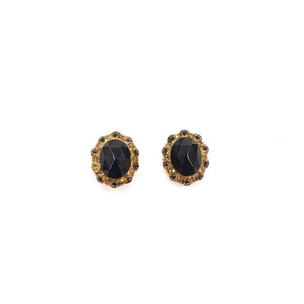 Brinco pequeno dourado com pedra preta 13287