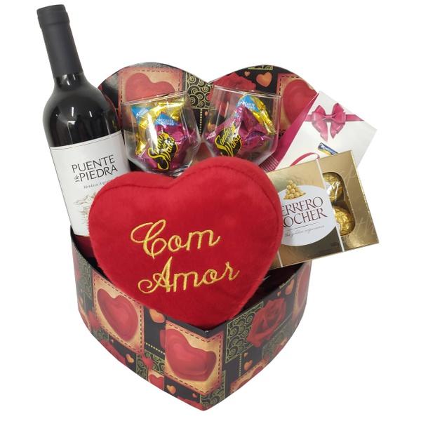 Caixa coração com vinho e chocolates