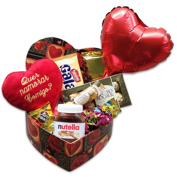 Caixa coração com chocolates, balão e pelúcia quer namorar comigo