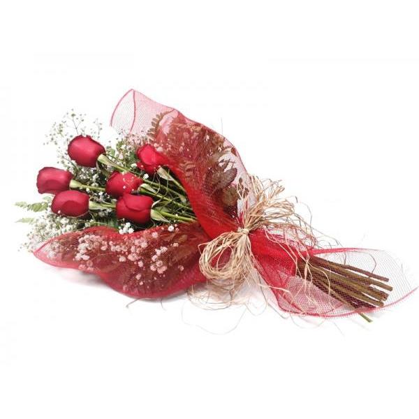 Ramalhete sofisticado com 6 rosas vermelhas
