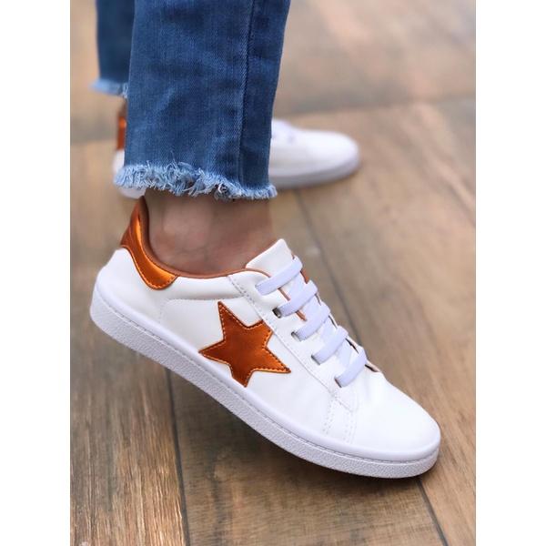 Tênis Branco com Estrela Laranja