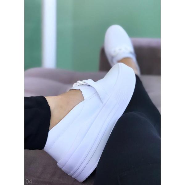 Slip On Branco com Corrente