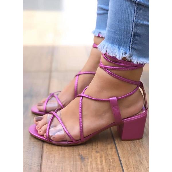 Sandália de Salto Grosso Roxa com detalhe Plástico