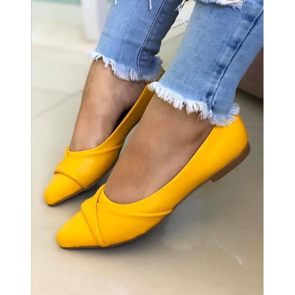 Sapatilha Amarela com Sobreposição