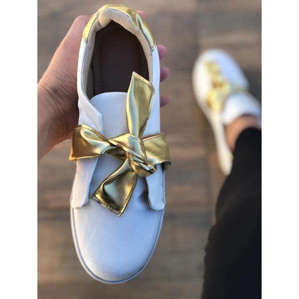 Tênis Branco com Nó Dourado