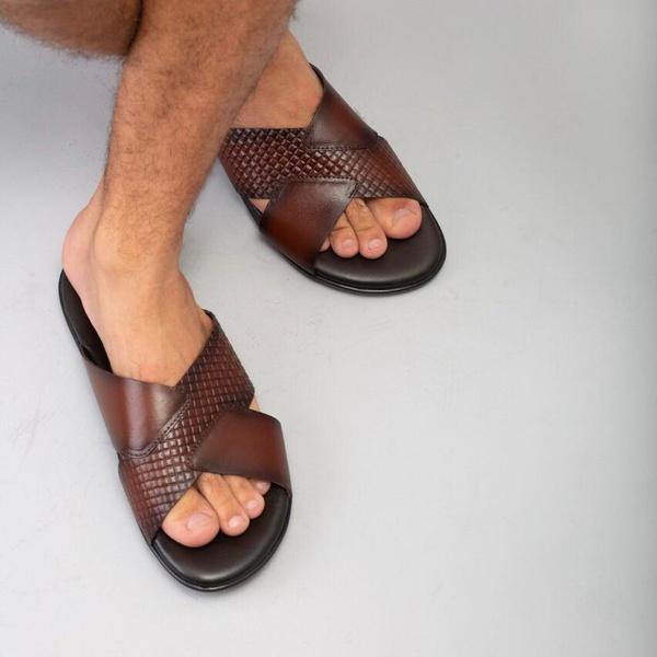 Sandália em Couro Látego Pinhão Savelli