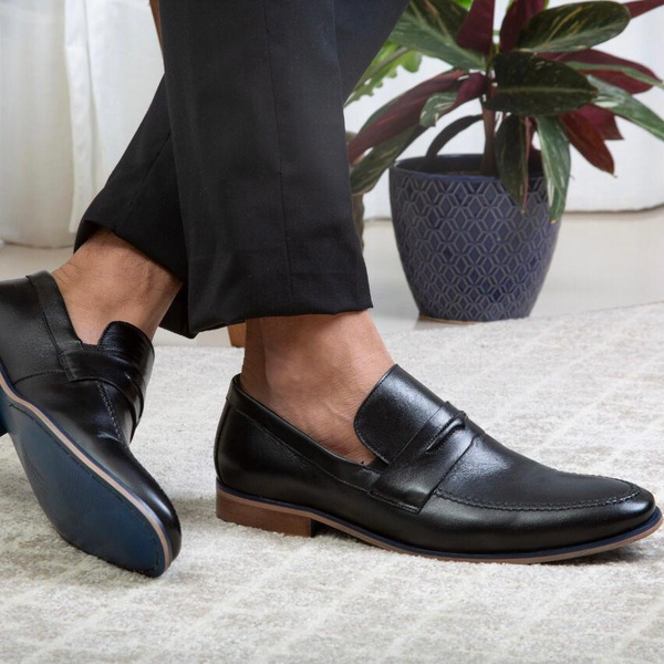 Sapato Masculino Loafer em Couro Preto Savelli