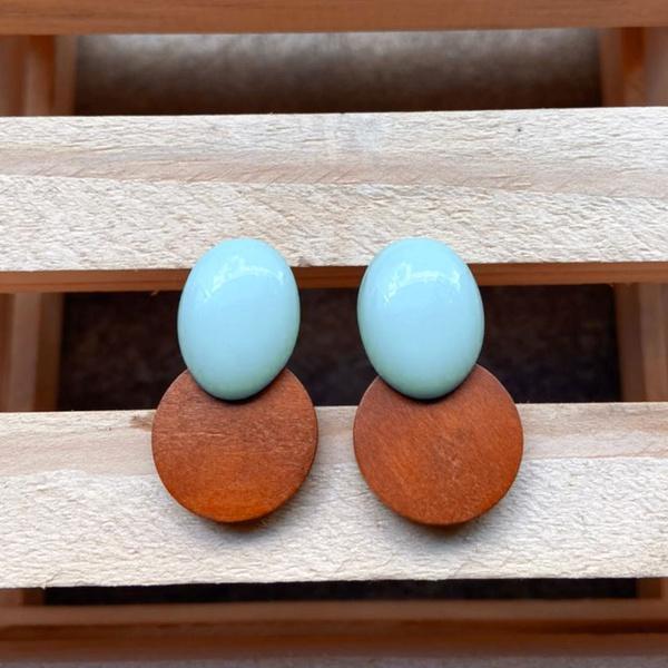 Brinco de Resina e Madeira Azul Hortência - Dueto Oval