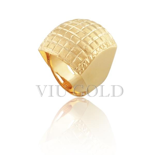 Anel quadrado com trabalho quadriculado em ouro 18k amarelo